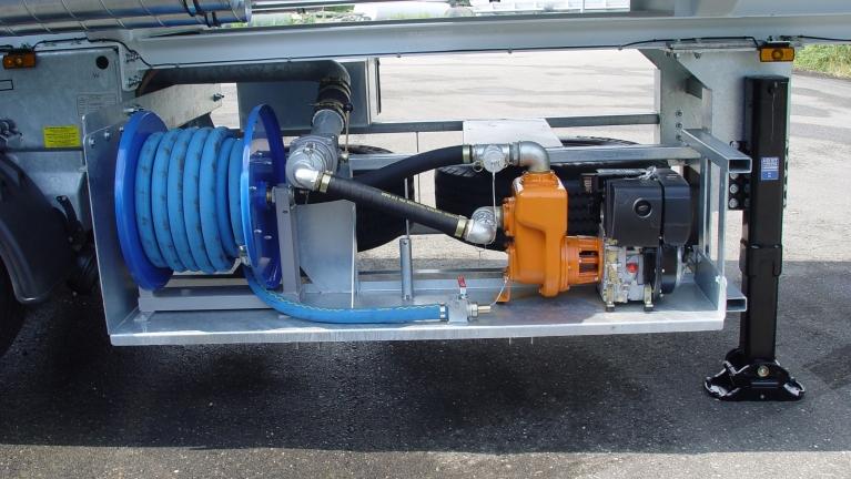 Pompes a amorçage automatique bridées sur moteurs thermiques