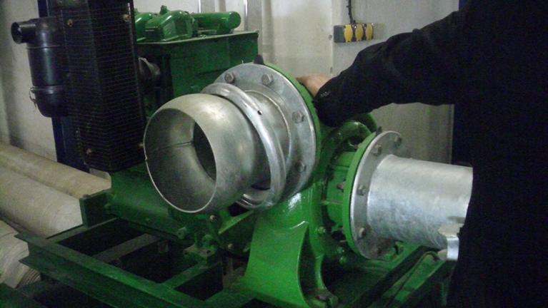 Pompes monocellulaires bridées SAE sur moteurs thermiques
